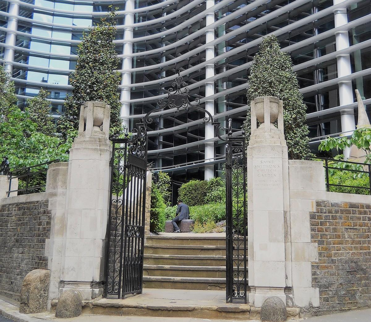 Il giardino di Cannon Street e la LondonStone